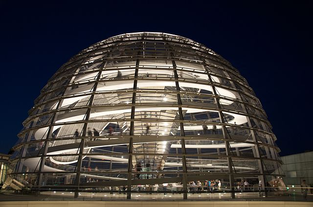 640px-Reichstag_Dome_at_night